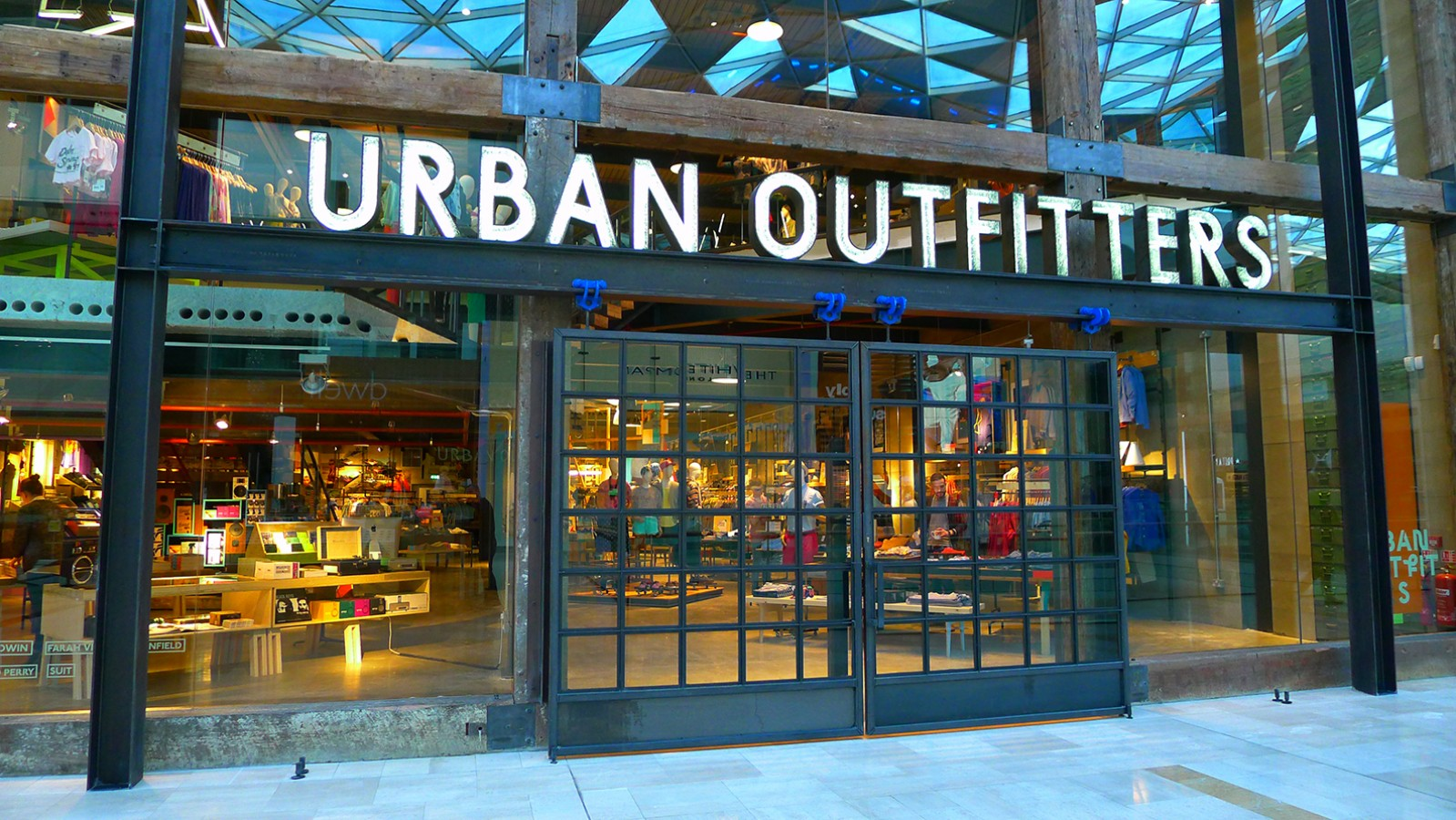 Urban outfitters mccue crafted fit bespoke interior for Schaukelstuhl urban outfitters
